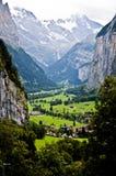 Tal Lauterbrunnental die Schweiz mit Bergen im Hintergrund Lizenzfreie Stockbilder