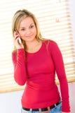 tala för mobiltelefonflicka royaltyfri fotografi