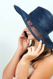 tala för telefon för flicka mobilt Fotografering för Bildbyråer