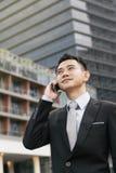 tala för telefon för stilig man för affär mobilt Royaltyfri Fotografi