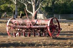 Taladradora de la semilla del vintage en luz de la tarde del otoño fotos de archivo