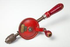 Taladro de mano pasado de moda rojo imagenes de archivo