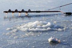 Taladro del hielo y caña de pescar del hielo Foto de archivo libre de regalías