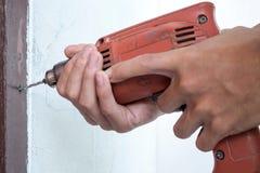 Taladro del tenedor del hombre en blanco imagen de archivo libre de regalías