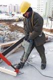 Taladro y concreto del constructor del trabajador Foto de archivo