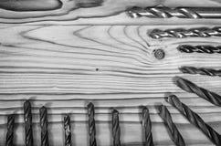 Taladros en una tabla de madera Imagen de archivo libre de regalías