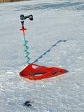 Taladros y trineo del hielo del pescador Fotos de archivo