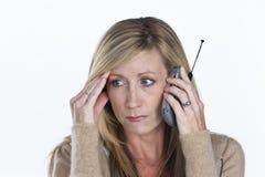 talande kvinna för härlig telefon Arkivbild