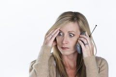 talande kvinna för härlig telefon Royaltyfria Foton