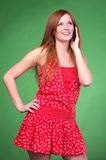 talande kvinna för mobil telefon Royaltyfri Foto