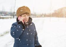 talande kvinna för telefon Fotografering för Bildbyråer
