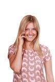 talande kvinnabarn för lycklig mobil telefon Arkivbild