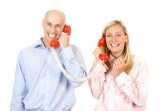 talande telefon för par Fotografering för Bildbyråer