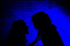 Talebearer - una chiacchierata delle due ragazze in privato Fotografia Stock