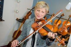 Talent in het spelen viool stock foto
