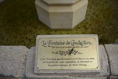 Talerz Kopciuszek fontanna, inside Disneyland park, Paryż zdjęcia stock