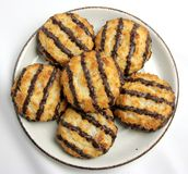 Talerz Macaroon Kokosowi ciastka Zdjęcie Royalty Free