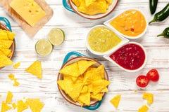 Talerz nachos z różnymi upadami Zdjęcia Stock