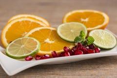 Talerz owoc z pomarańcze Obraz Royalty Free