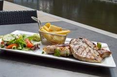 Talerz piec na grillu mięsa Zdjęcia Stock