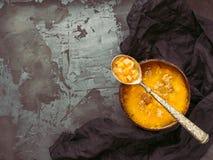 Talerz pożytecznie, żywienioniowa jarzynowa polewka z i i Zdjęcie Stock