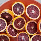 Talerz rubinowe czerwone krwionośne pomarańcze Zdjęcie Royalty Free