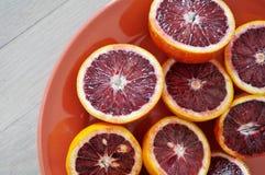 Talerz rubinowe czerwone krwionośne pomarańcze Fotografia Stock