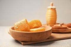 Talerz z świeżymi honeycombs Obraz Stock