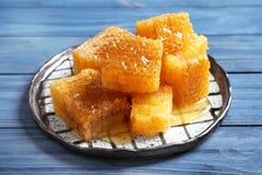 Talerz z świeżymi honeycombs Obrazy Royalty Free