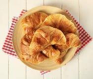 Talerz z croissants Zdjęcie Royalty Free