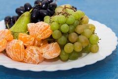 talerz z owocowym półmiskiem, Reston stół fotografia stock