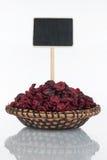 Talerz z wiązką wysuszony cranberry, swój metka i odbicie i, pointer obrazy royalty free