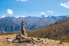 Talgar峰顶的全景从Furmanov峰顶的在Al的 免版税库存图片