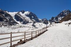 Talgar passerande Shymbulak skidar semesterorten Arkivbild
