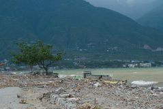 Talise,帕卢,印度尼西亚在海啸帕卢,2018年9月28日的印度尼西亚以后的海岸线视图 库存照片