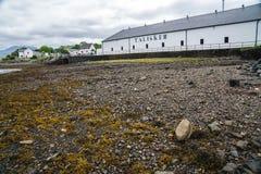Talisker spritfabrikhögkvarter, Skottland, UK royaltyfria bilder