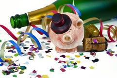 Talismã afortunada do encanto com confetes, cortiça, garrafa do champanhe Ano novo feliz Anos de véspera novos fotos de stock