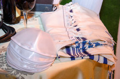 Talit bielu czerwone wino przy Żydowskim ślubem i bele obrazy royalty free
