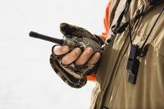 Talkie-walkie de fixation de main. photographie stock