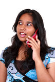 Talkin asiático joven de la muchacha en teléfono. Imagenes de archivo