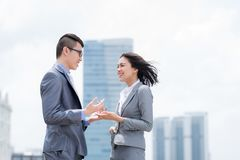 Talking business couple Royalty Free Stock Photography