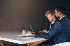 Talking corporate figures in the boardroom Royalty Free Stock Images
