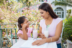 Talking mother and daughter Royalty Free Stock Photos