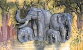 Talla de la familia del elefante Fotografía de archivo libre de regalías