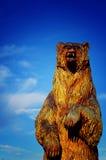 Talla de la motosierra del oso Fotografía de archivo