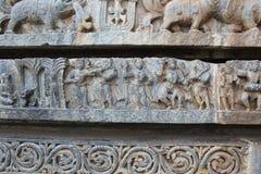 Talla de la pared del templo de Hoysaleswara de músicos y de bailarines Foto de archivo
