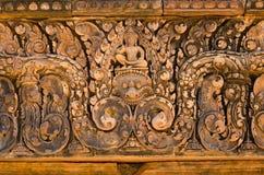 Talla de los detalles en el templo de Banteay Srei, Siem Reap Imagen de archivo
