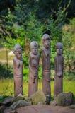 Talla de madera de varios hombres africanos primitivos Fotos de archivo libres de regalías