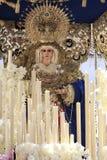Talla de madera del cedro del del Amor Hermoso de Virgen durante la procesión de la semana santa Imagenes de archivo
