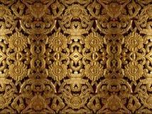 Talla de madera del oro en estampado de plores Foto de archivo